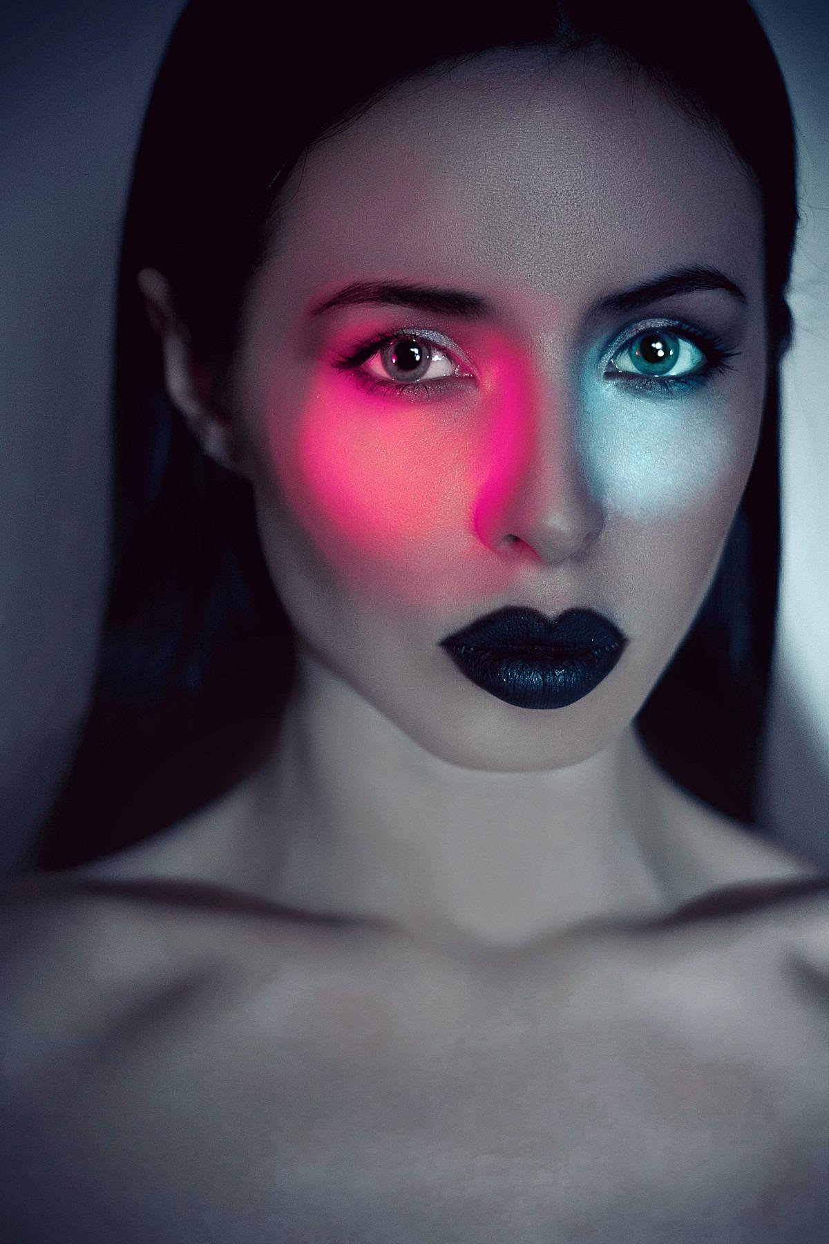 Do women need to wear makeup